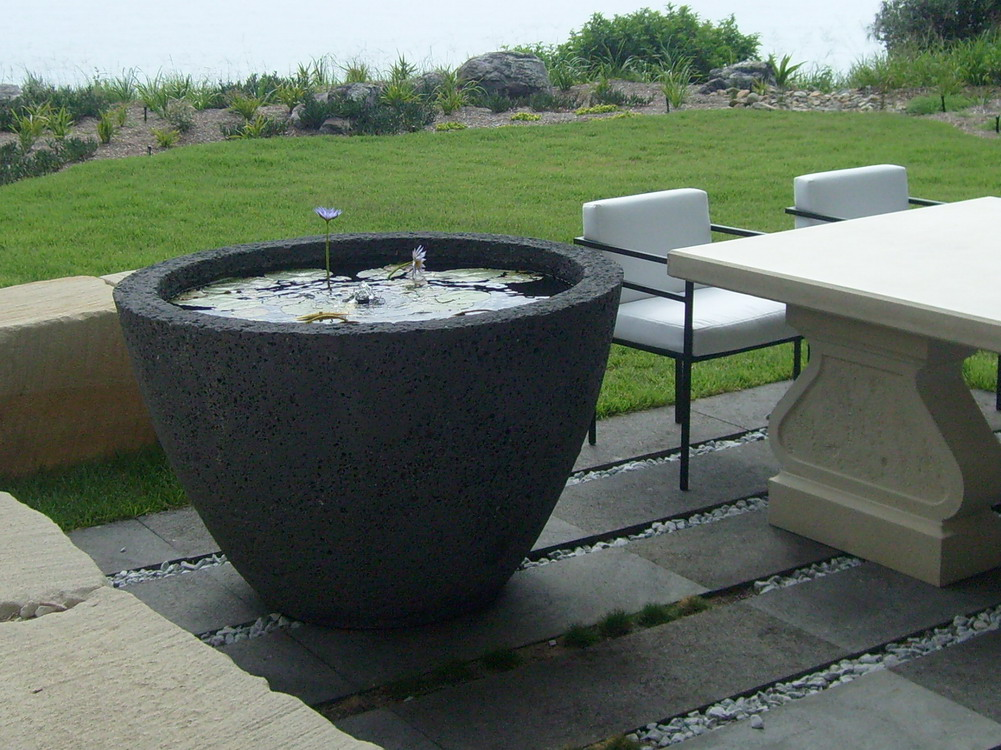 potanico contemporary garden water features and wall plaques. Black Bedroom Furniture Sets. Home Design Ideas